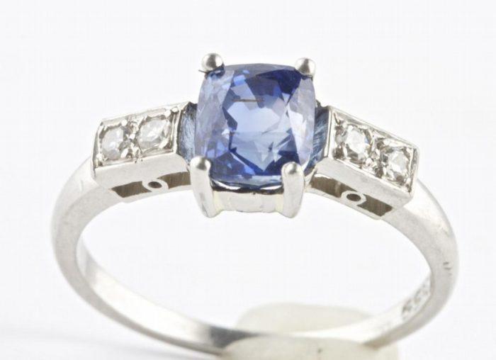 No Heat Sapphire Platinum Ring
