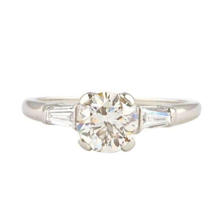Elegant Diamond & White Gold Engagement Ring